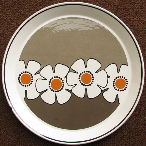 Retro Large Platter .... has been identified as Lyric d338 No_nam11