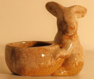 Crown Lynn/Ambrico Rabbits with Basket Rabbit10