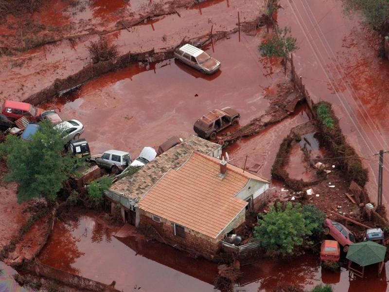 Catastrophe écologique en Hongrie 20101011