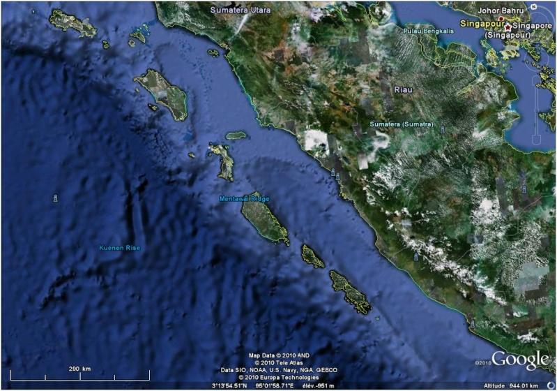 L'Indonésie frappée par un tsunami et l'éruption de son volcan Mentaw10
