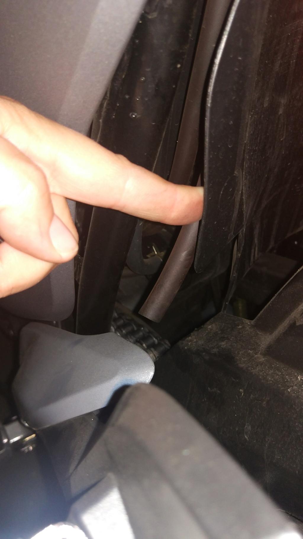 Mancha en el motor y manguera suelta¿?? Img_2019