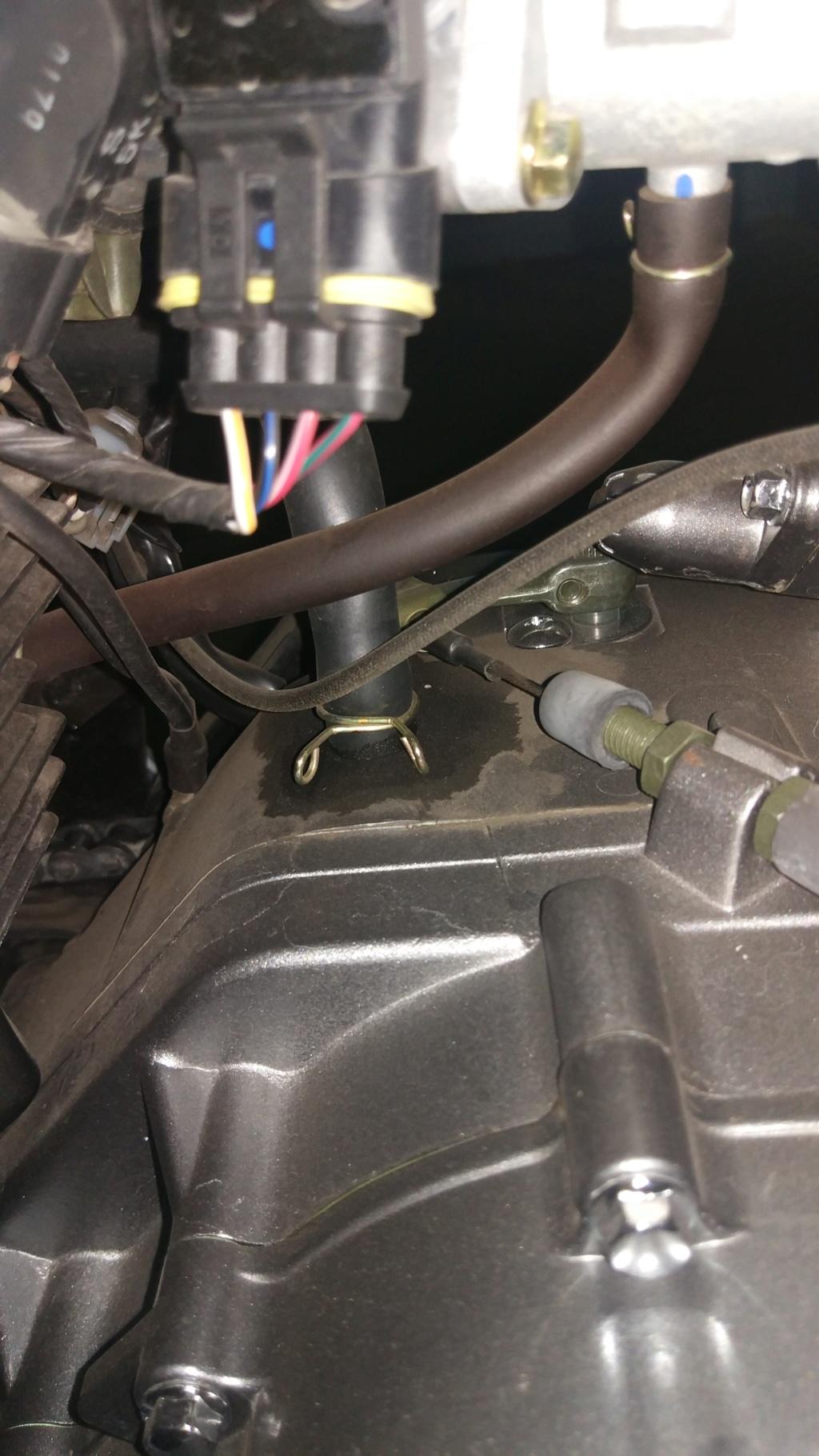 Mancha en el motor y manguera suelta¿?? Img_2024