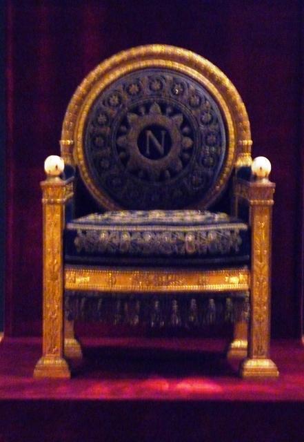Exposition « Trônes en majesté, l'autorité et son symbole » 29_09_12