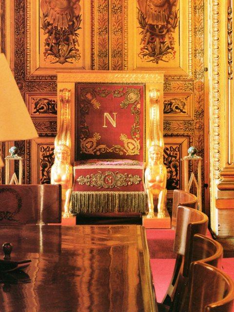 Exposition « Trônes en majesté, l'autorité et son symbole » Img15910