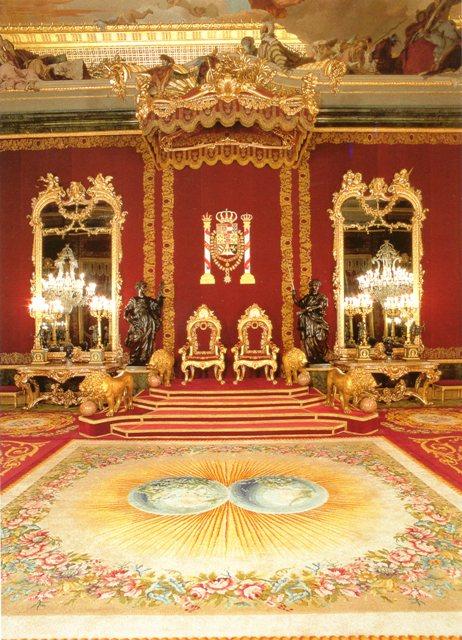 Exposition « Trônes en majesté, l'autorité et son symbole » Img17111