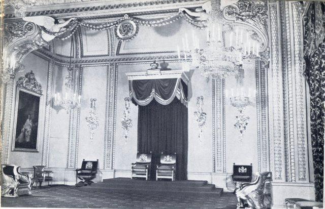 Exposition « Trônes en majesté, l'autorité et son symbole » - Page 2 Img17910