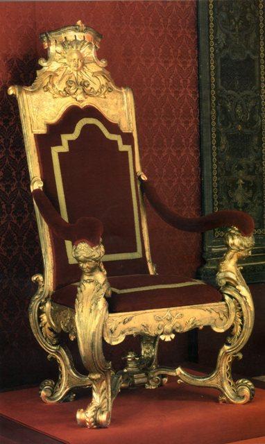 Exposition « Trônes en majesté, l'autorité et son symbole » - Page 2 Img18810