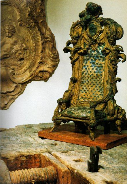 Exposition « Trônes en majesté, l'autorité et son symbole » - Page 2 Img18910