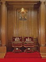 Exposition « Trônes en majesté, l'autorité et son symbole » - Page 2 Throne10