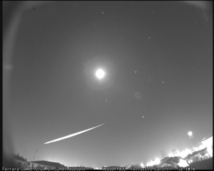 Fireball 2010.10.29_01.52.7 ± 1 U.T. M2010131
