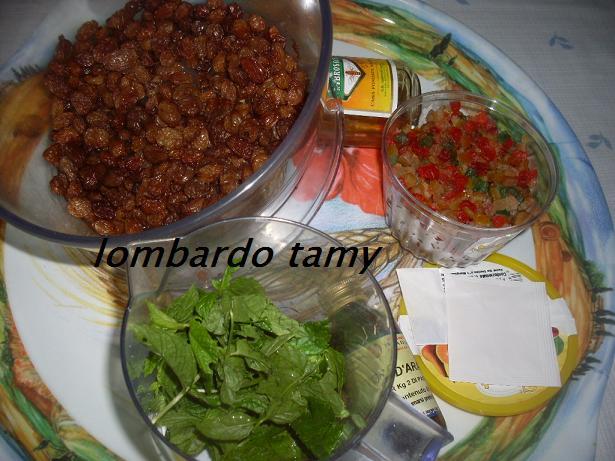 Melloui ou Malloui Marocain au raisins secs et fruits confits  Sdc11712