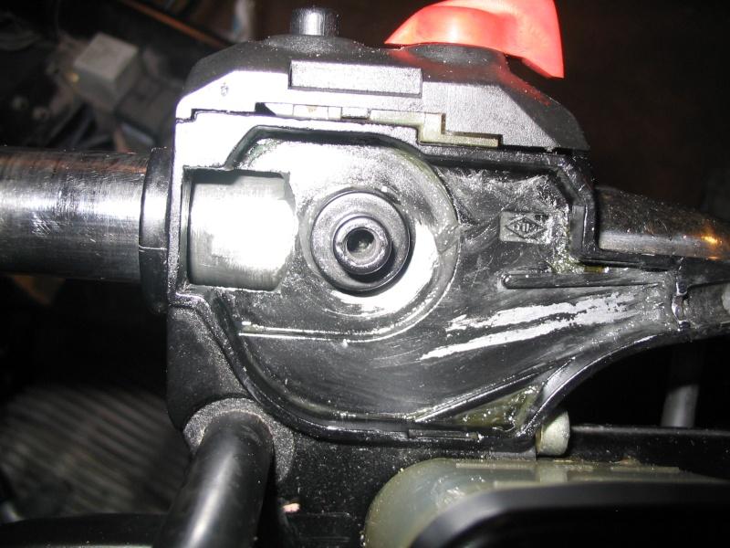 [R65 LS] Poignée de gaz ne revient pas automatiquement Img_0011