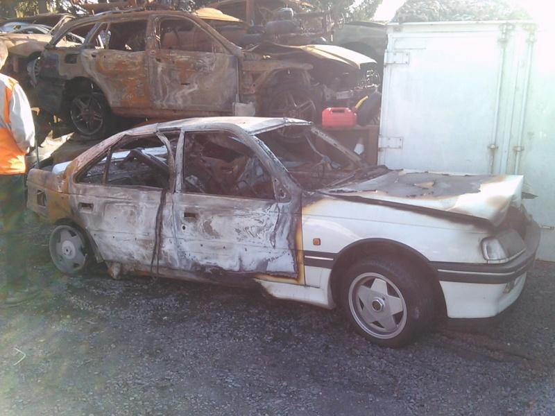 Peugeot 405 accidentées et abandonnées - Page 6 Img03310