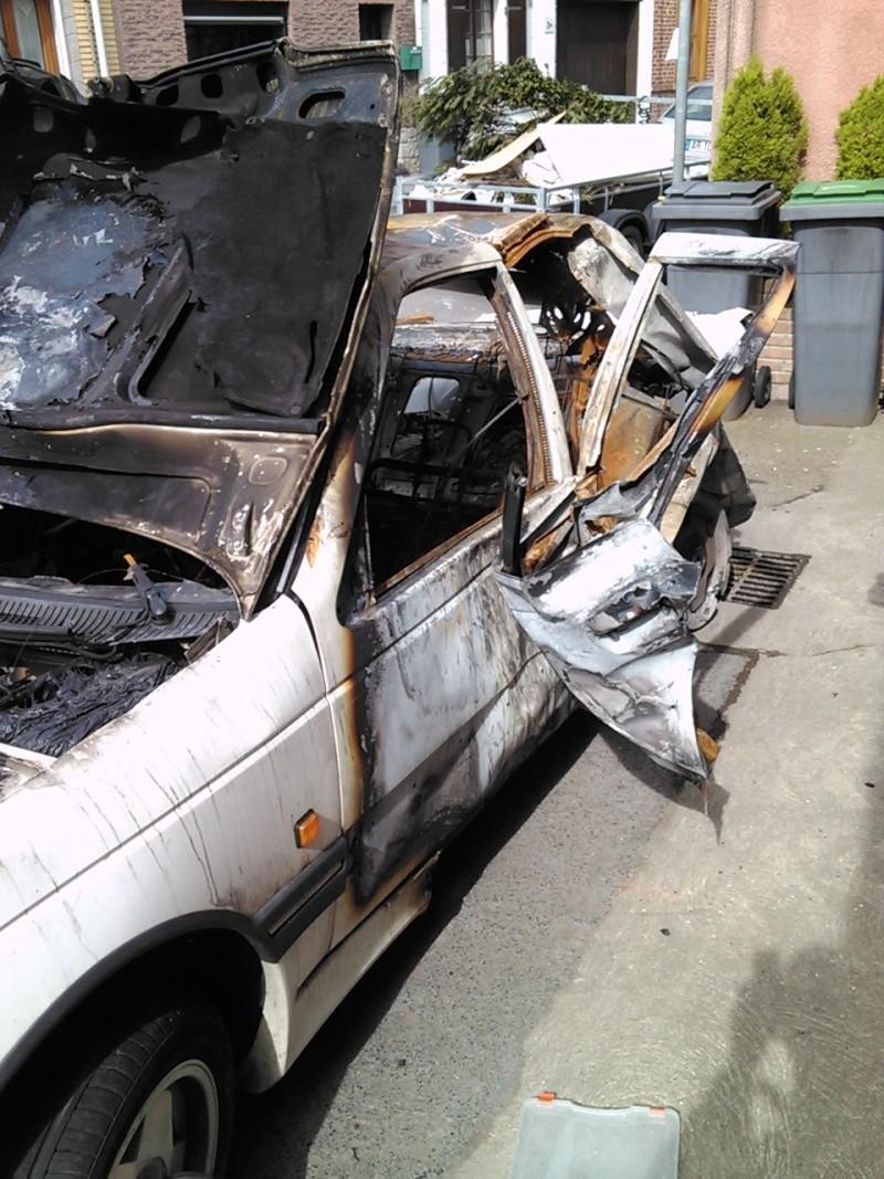 Peugeot 405 accidentées et abandonnées - Page 6 Img03810