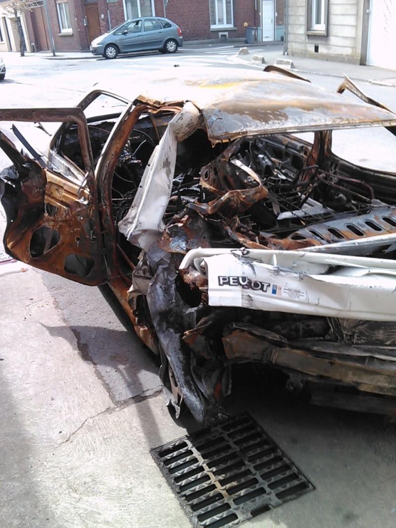 Peugeot 405 accidentées et abandonnées - Page 6 Img04110