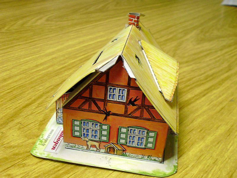 """Werbemodell """"Haus mit Reetdach"""" von Auhagen 210"""