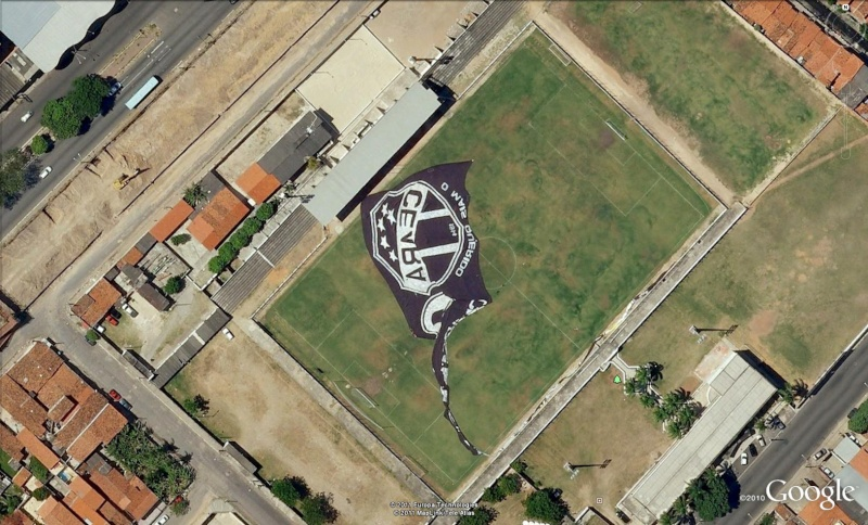 Stades de football dans Google Earth - Page 18 Caera10