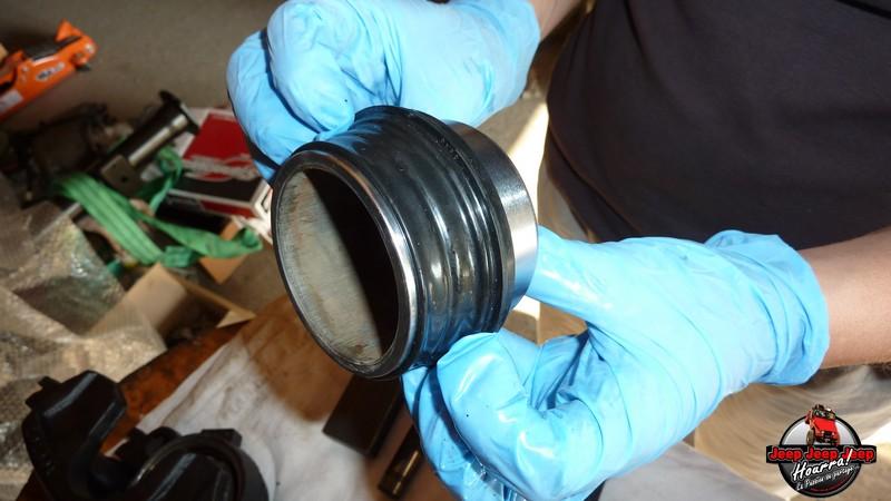 Maïté pistonne ses freins avant... (CJ7 82-86) P1050834