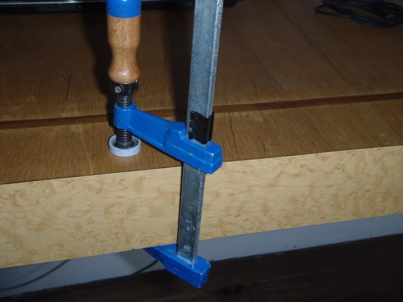Effectuer un serrage en plein milieu d'un établi Pc210110