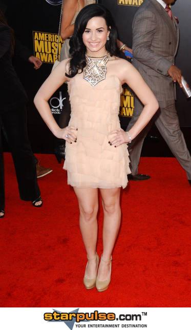 أزياء نجمات هوليوود Demi_l13