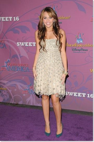 أزياء نجمات هوليوود Miley-14