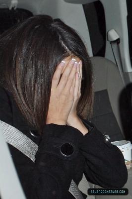 معجبات جستن بيبر يعتدون على سلينا جوميز بالضرب!! Normal10