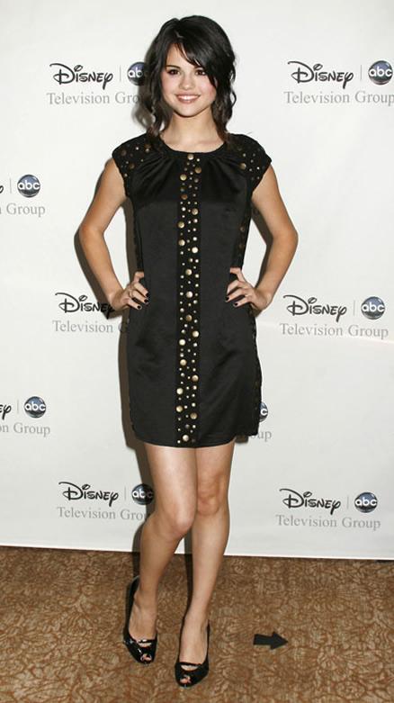 أزياء نجمات هوليوود Selena12