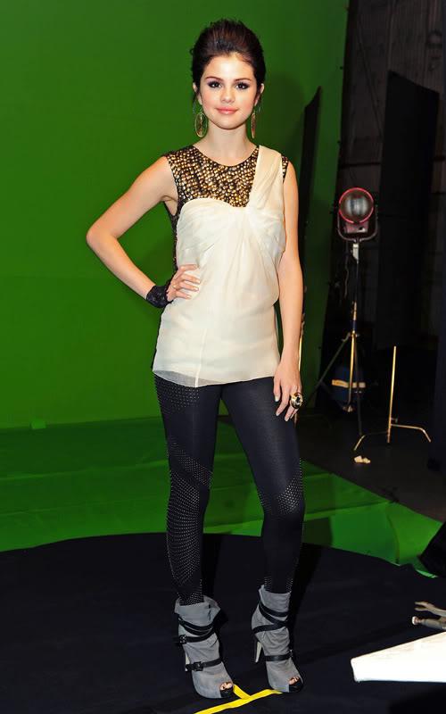 أزياء نجمات هوليوود Selena13
