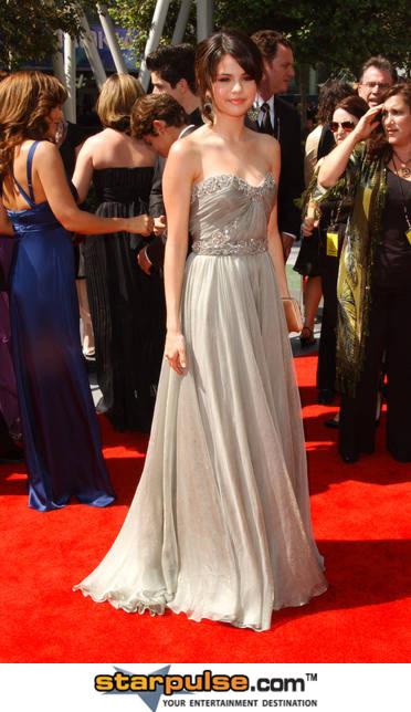 أزياء نجمات هوليوود Selena16