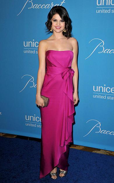 أزياء نجمات هوليوود Selena17