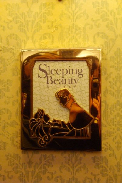 SLEEPING BEAUTY SUITE [Disneyland Hotel] 13857_11