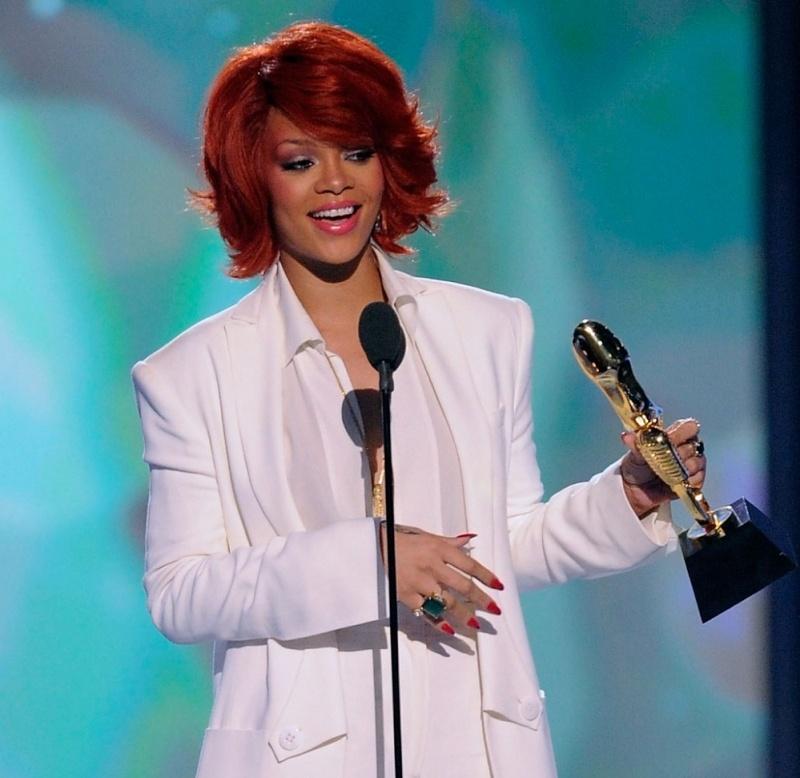 Rihanna reçoit ses récompenses au Billboard Music Awards 22/05/11 3dd6c710