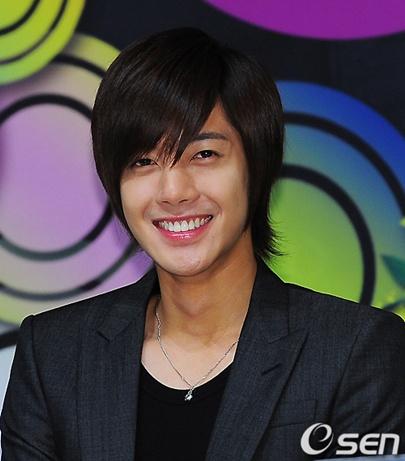 Kim Hyun Joong picked #1 desired celebrity boyfriend 20100912