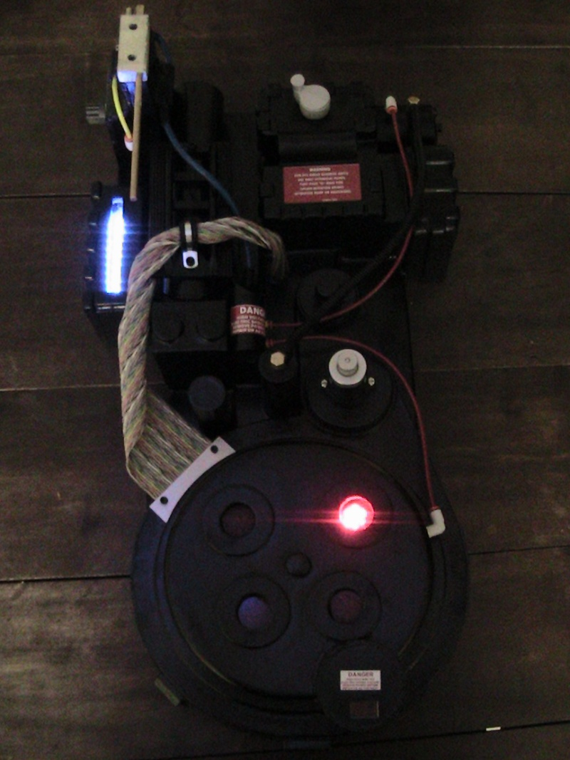 [DEFF SLAYERS] Proton Pack created by Dr. Raymond Stantz - Page 2 04710