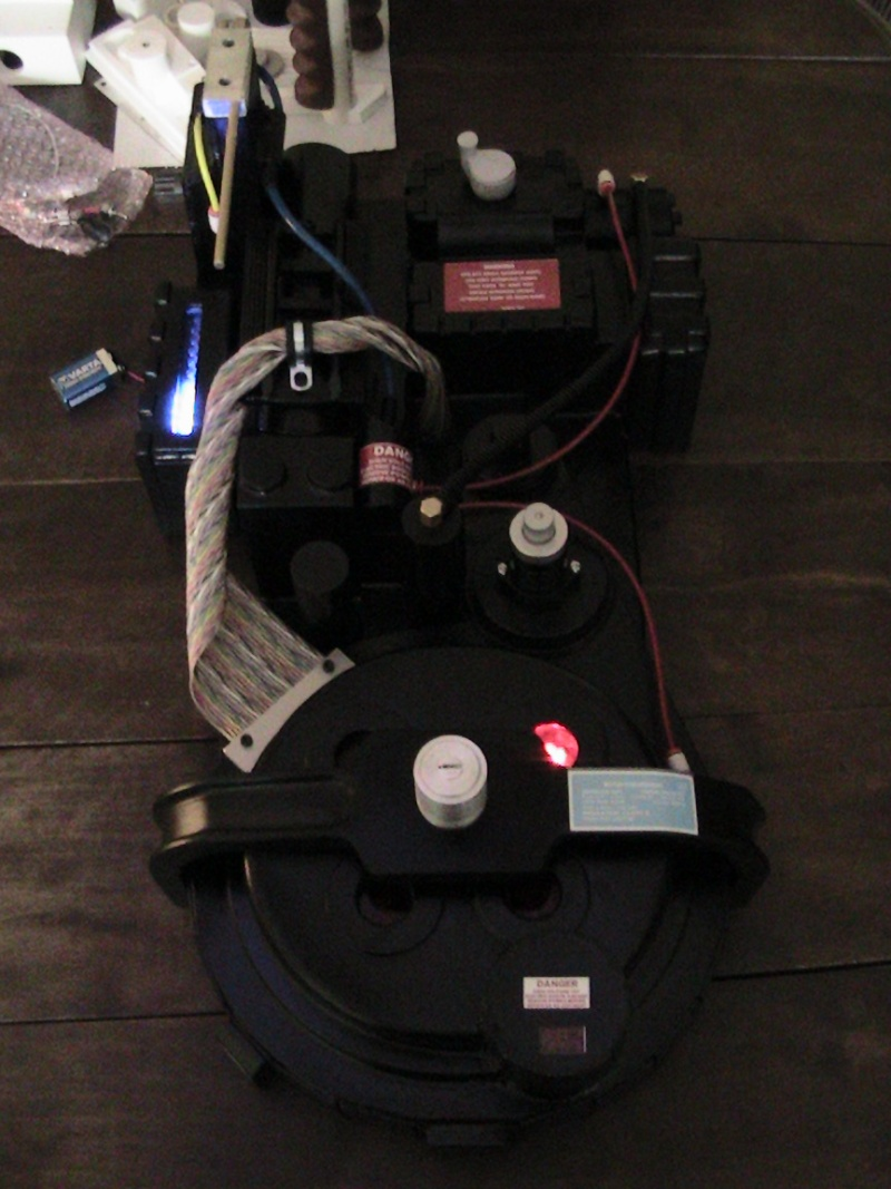 [DEFF SLAYERS] Proton Pack created by Dr. Raymond Stantz - Page 2 4310