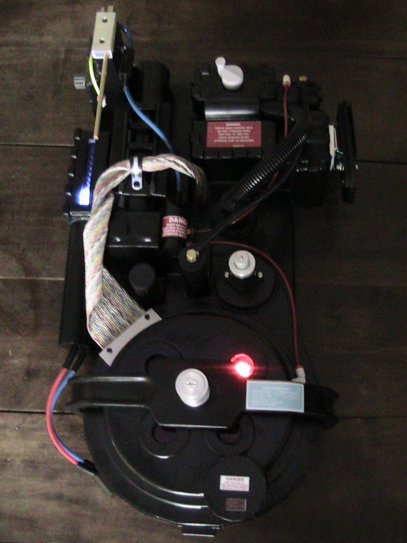 [DEFF SLAYERS] Proton Pack created by Dr. Raymond Stantz - Page 2 4610