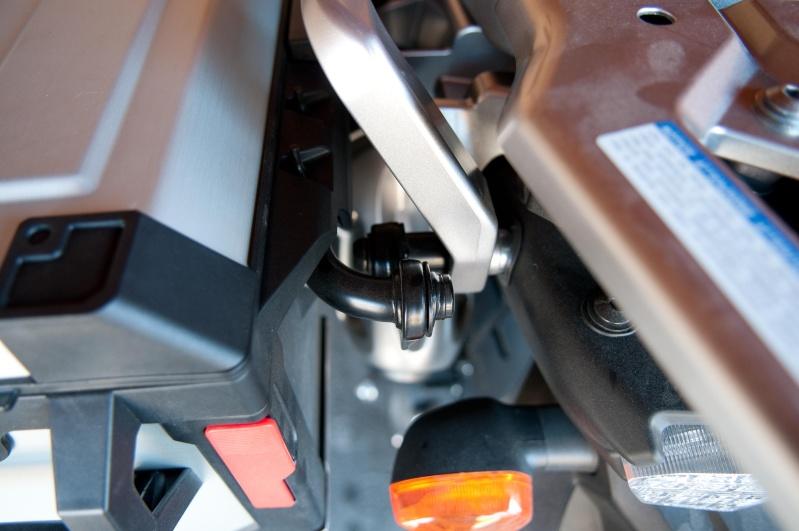 Fixation des valises d'origine sur la XTZ1200 First Edition _dsc0426