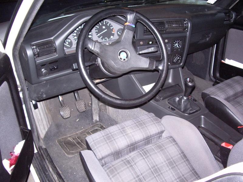 BMW 318 is E30 : the black track machine ... 032-3111