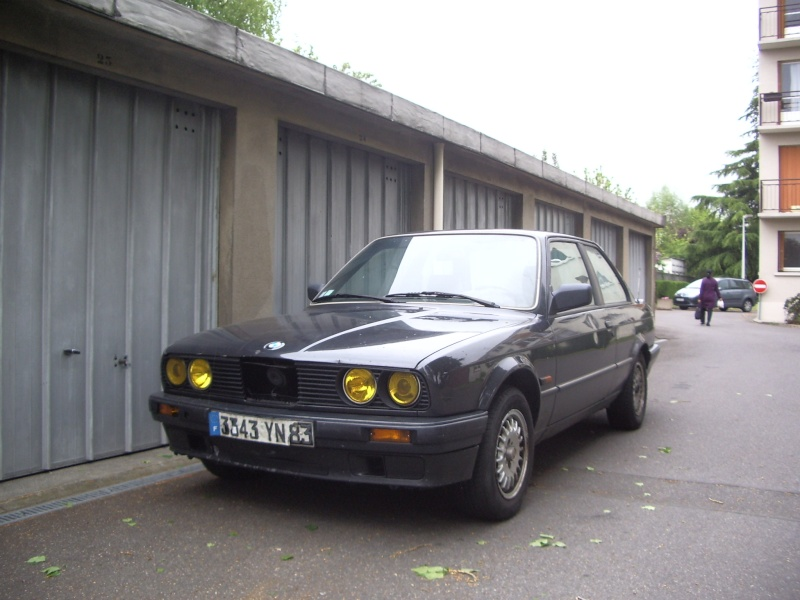 BMW 318 is E30 : the black track machine ... Imgp4610