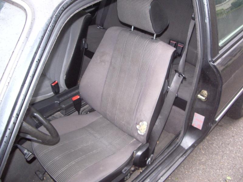 BMW 318 is E30 : the black track machine ... Imgp4611