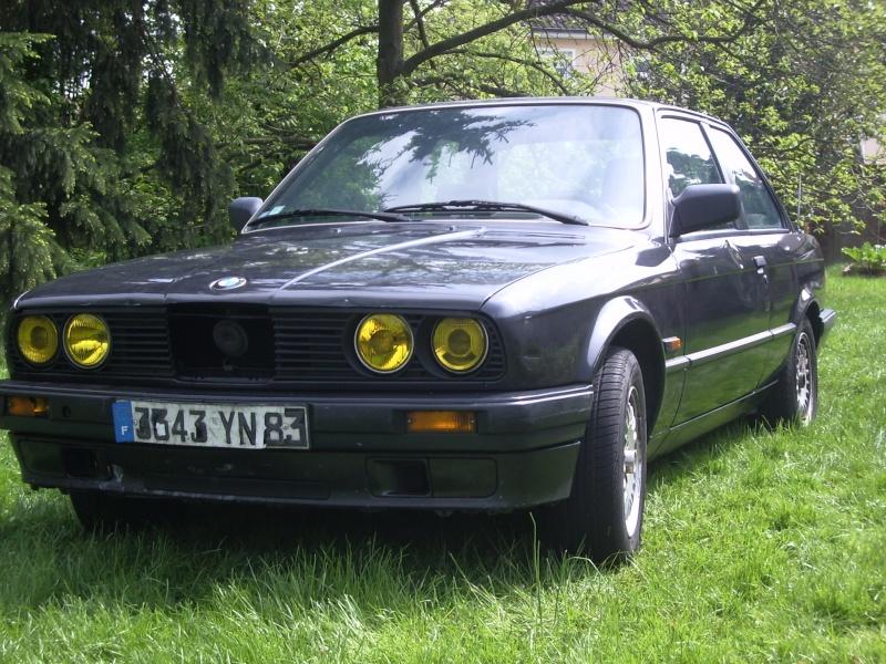 BMW 318 is E30 : the black track machine ... Imgp4613