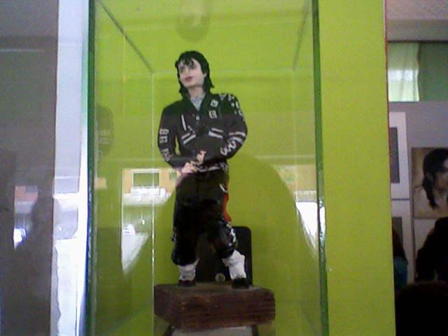 [RESOCONTO] Mostra a Milano dedicata a Michael Jackson - Pagina 12 Fotogr22
