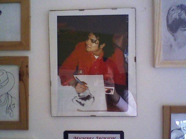 [RESOCONTO] Mostra a Milano dedicata a Michael Jackson - Pagina 12 Fotogr38
