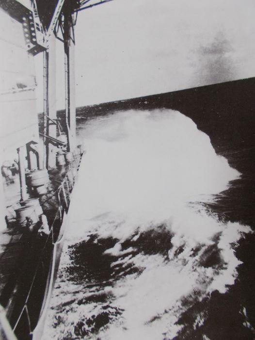 Porte-avions japonais - Page 4 Akagi_11