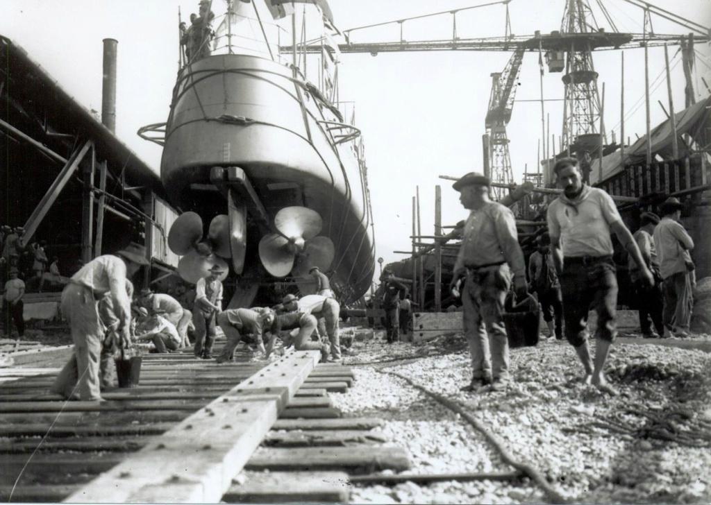 Destroyers italiens (Cacciatorpedinière) - Page 2 Alessa10