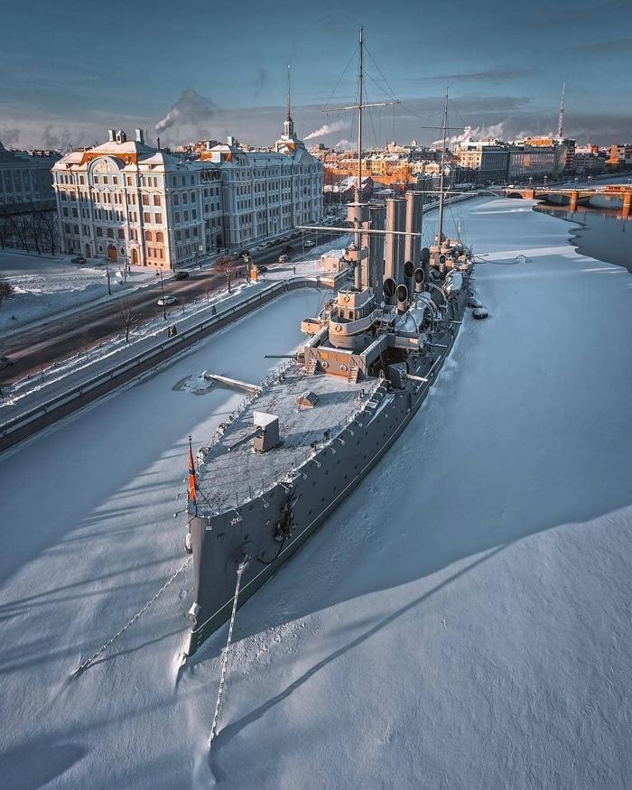 Croiseurs russes/soviètiques  - Page 3 Aurora10