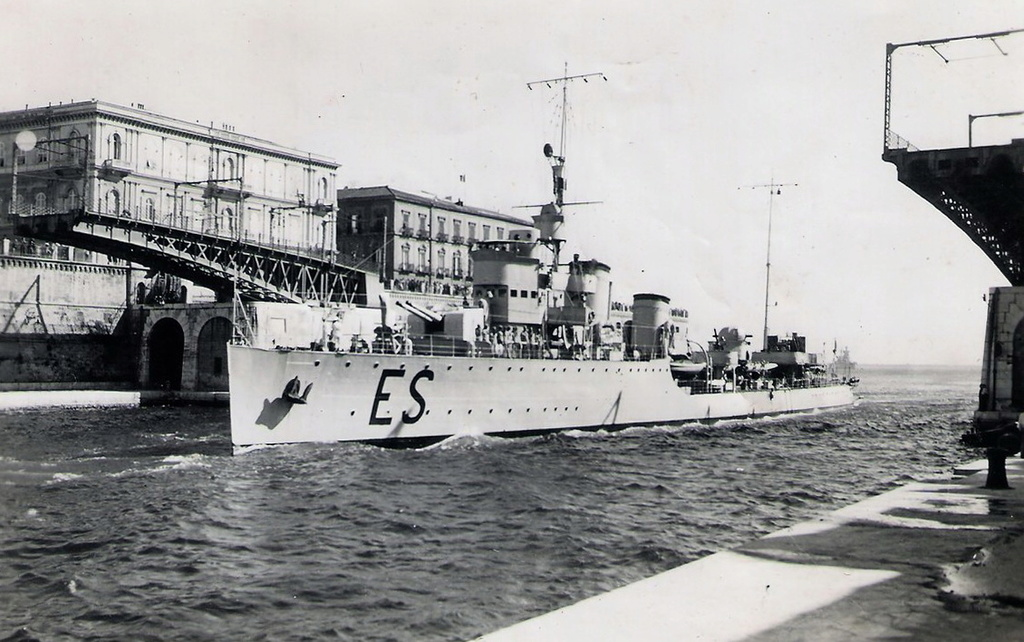 Destroyers italiens (Cacciatorpedinière) - Page 2 Espero11