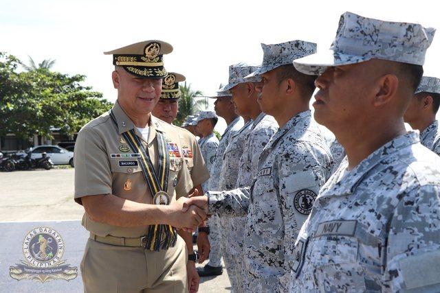 Marine des Philippines - Page 9 Giovan10