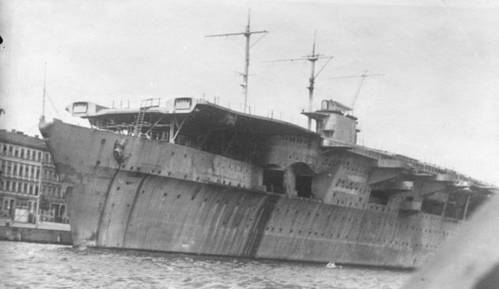 Porte-avions allemands Haken110
