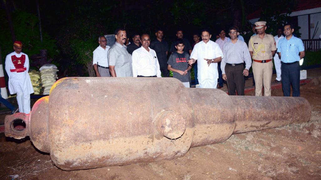 Les canons de Bombay Raj211